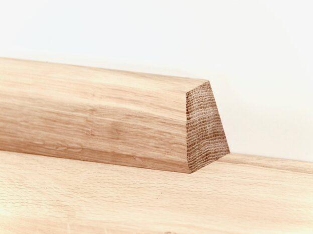 Hylde i egetræ fra Hjuler.Design