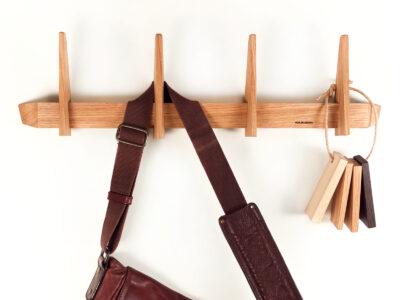 knagerække knage design i egetræ eg træ fra Hjuler.Design moderne dansk